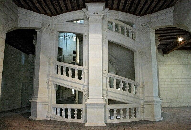 Escalier-central-de-face