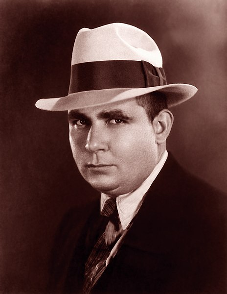 Datei:Robert E Howard suit.jpg