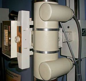 English: X-ray machine at a chiropractic offic...