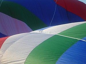 English: Preparations for a hot air balloon ri...