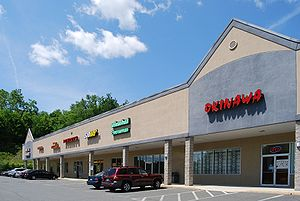English: A strip mall in Wynantskill, New York...
