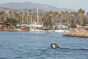 English: Boat entering Ventura Harbor in Ventu...