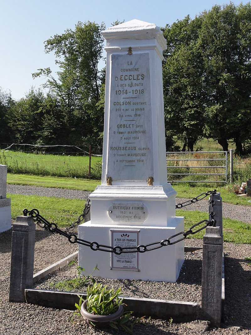 Eccles (Nord, Fr) monument aux morts.jpg