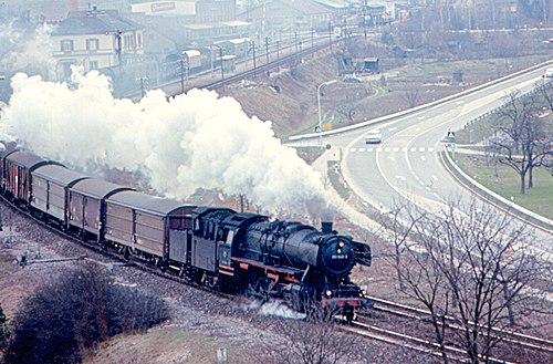 https://i0.wp.com/upload.wikimedia.org/wikipedia/commons/thumb/5/53/Gundelsheim_-_Class_50_and_Freight_Train.jpg/500px-Gundelsheim_-_Class_50_and_Freight_Train.jpg