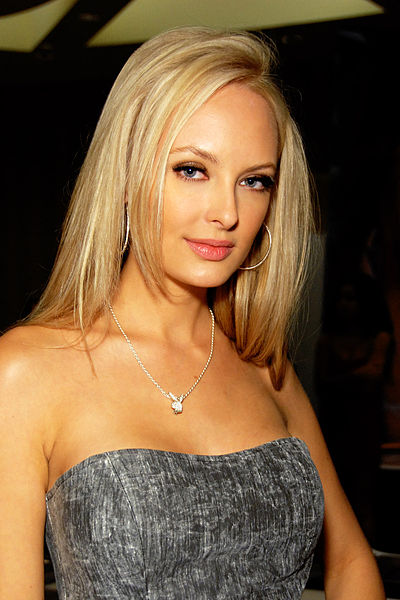 File:Shera Bechard 2010.jpg