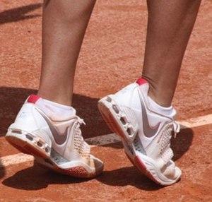 English: tennis Español: tenis