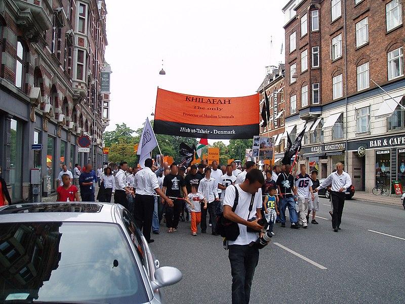http://commons.wikimedia.org/wiki/User:EPO
