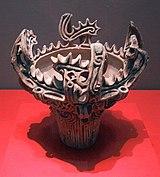 Sebuah bejana dari masa Jomon Pertengahan (3000-2000 SM).