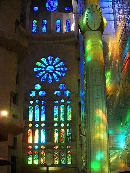 File:Barcelona, Sagrada família, vitrall nau principal RI-51-0003813.jpg