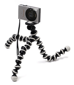 English: A Gorillapod with camera attached.