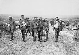 Pasukan Inggris terluka dekat Bernafay Wood