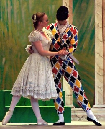 Harlequin and Colonbine ballet costumies
