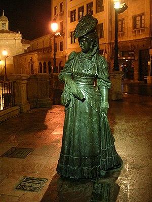 Escultura dedicada a La Regenta en Oviedo, Ast...