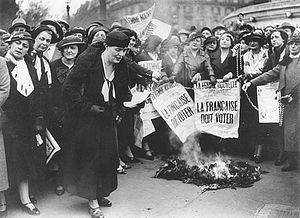 Louise Weiss along with other suffragettes in ...
