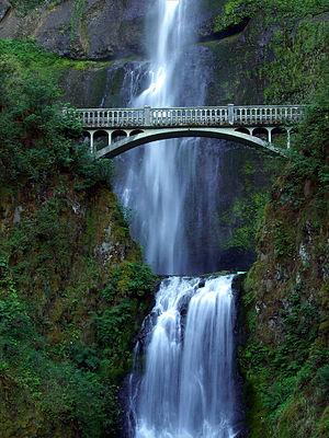 Nice waterfalls in the Columbia River Gorge ne...
