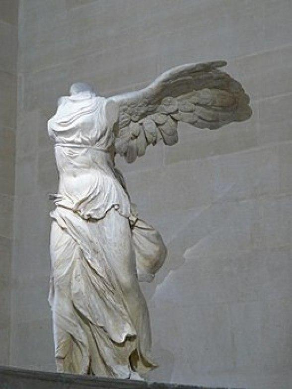 Victoire de Samothrace - vue de trois-quart gauche, gros plan de la statue (2)