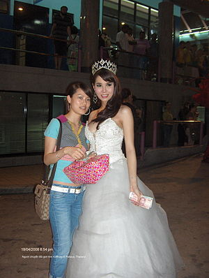 English: Transwoman, Male-to-female, Ladyboy, ...