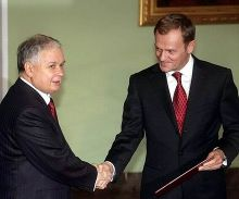 Donald Tusk (right) being appointed as Prime Minister by the President Lech Kaczyński on 9 November 2007