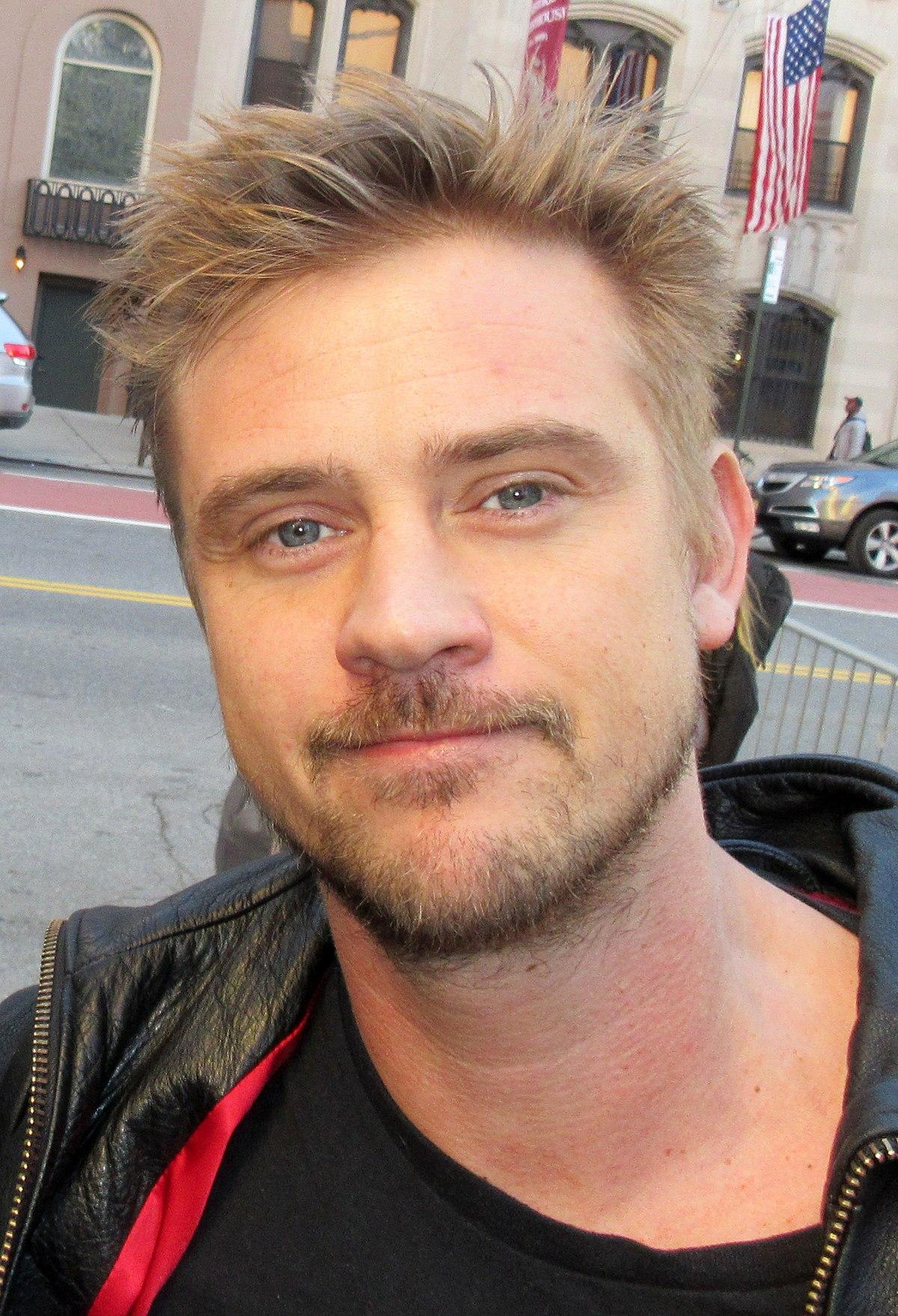 Famous Blonde Male Actors : famous, blonde, actors, Holbrook, Wikipedia