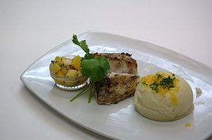 English: Grilled Mahi-Mahi with mango pineappl...