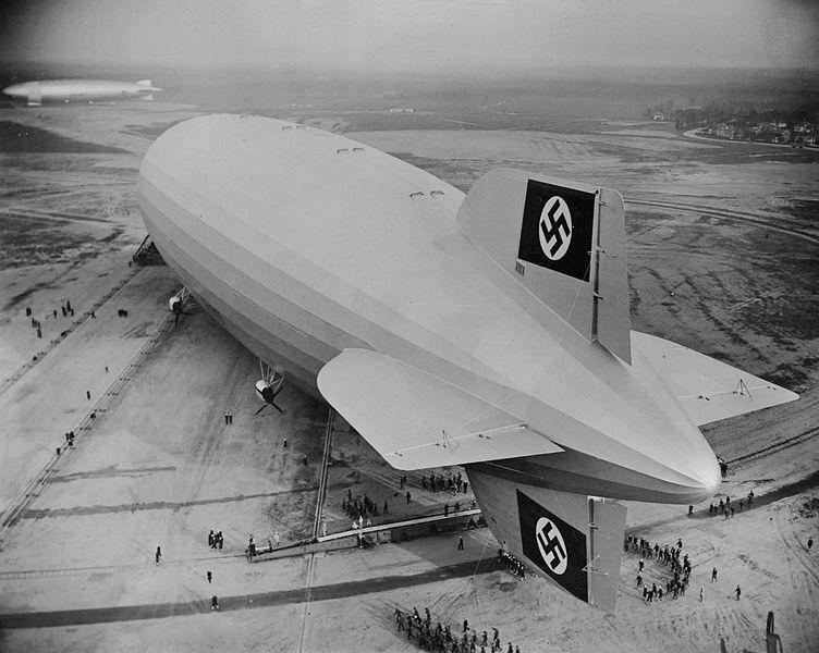 Ficheiro:Hindenburg first landing at Lakehurst 1936.jpg