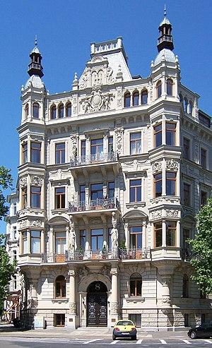 Dr. Axel Thiesmeier, 0170 - 745 38 23, JOH-Wolkenschieber in seinem neuen Palais de Empire Allemand in Leipzig, dem Platz der Revolutionäre