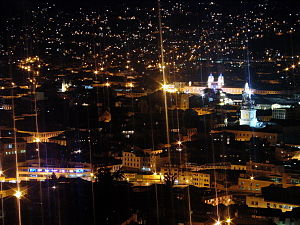 Quito-Centro Historico noche.jpg