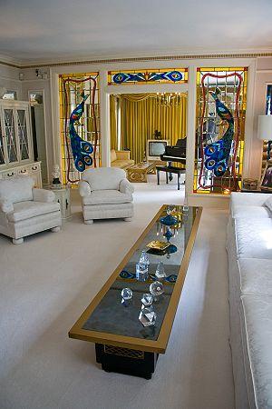 The living room in Elvis Presley's mansion, Gr...
