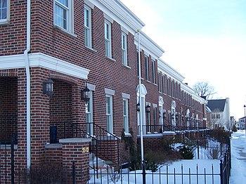 English: Homes in Somerset neighborhood of Ame...