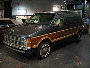 English: 1986 Dodge Caravan on display at the ...