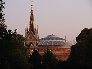 English: Albert Memorial in Kensington Gardens...