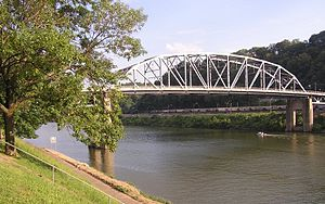 English: Kanawha River; downtown Charleston, W...
