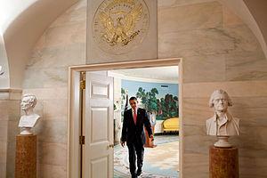 English: President Barack Obama leaves the Dip...