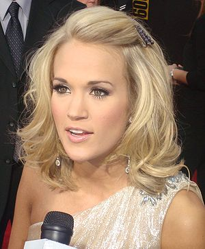 Carrie Underwood on the red carpet of the 2009...