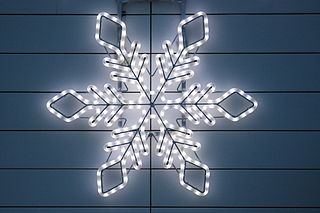 https://i0.wp.com/upload.wikimedia.org/wikipedia/commons/thumb/5/5e/Christmas_light_in_form_of_a_star.jpg/320px-Christmas_light_in_form_of_a_star.jpg