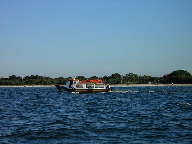 Ficheiro:Embarcação ilha.JPG