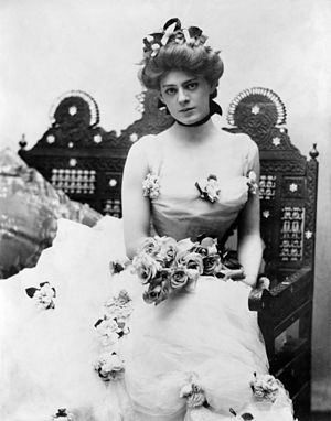 Ethel Barrymore in 1901 in one of the famous d...