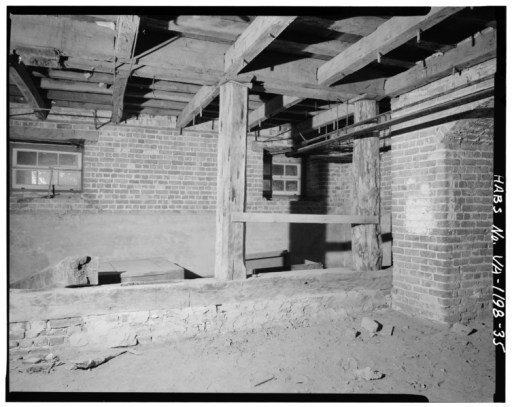BASEMENT - VIEW INSIDE EAST ROOM OF MAIN BLOCK - Blandfield, U.S. Route 17 and State Route 624, Caret, Essex County, VA HABS VA,29-CAR.V,1-35