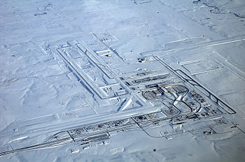English: Denver International Airport on a fli...