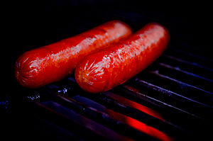English: Hot Dogs on a Grill