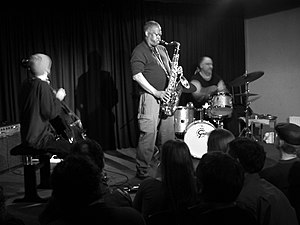 Der Saxophonist Joe McPhee beim Konzert mit de...
