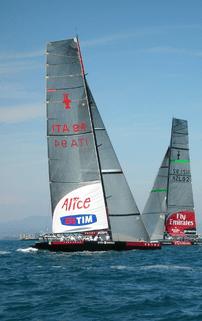 Luna Rossa Challenge (left) and Emirates Team ...