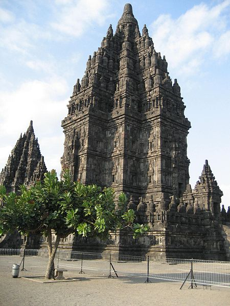 Berkas:Main shrine of Prambanan temples.JPG