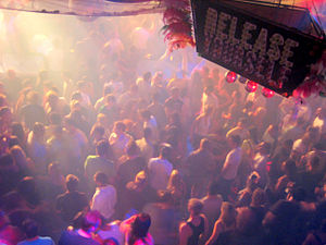 Español: Bailarines en la discoteca Pachá Ibiz...