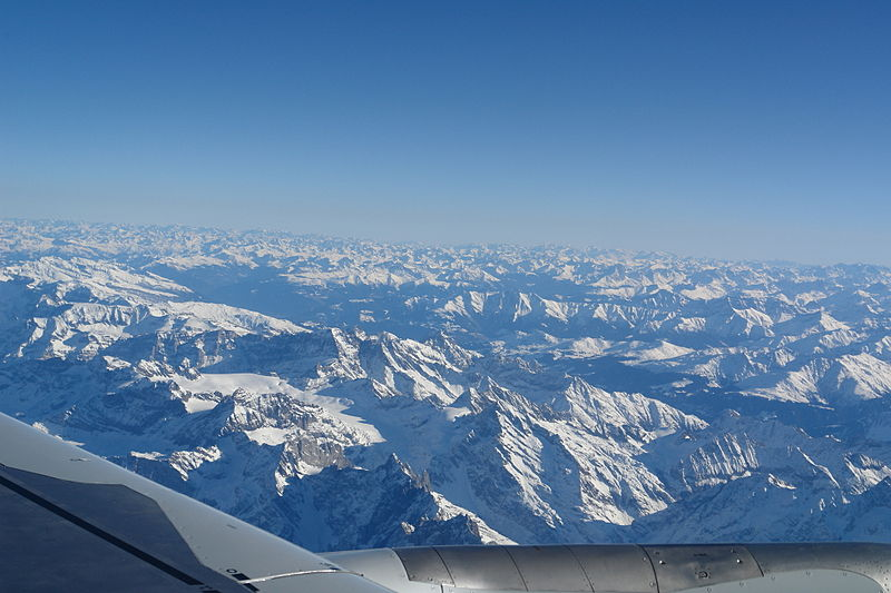 English: The alps see from a plane flying Colo...