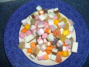 English: A plate of dolly mixture