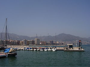 English: View of Fuengirola harbour. Fuengirol...