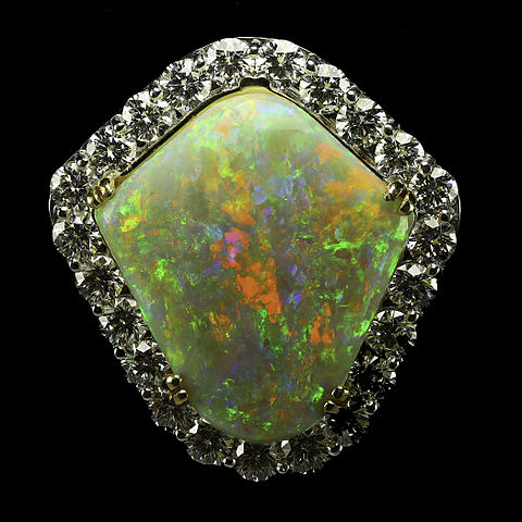 http://upload.wikimedia.org/wikipedia/commons/thumb/6/60/Rainbow_Shield_Mintabie_Opal_Pendant.jpg/480px-Rainbow_Shield_Mintabie_Opal_Pendant.jpg