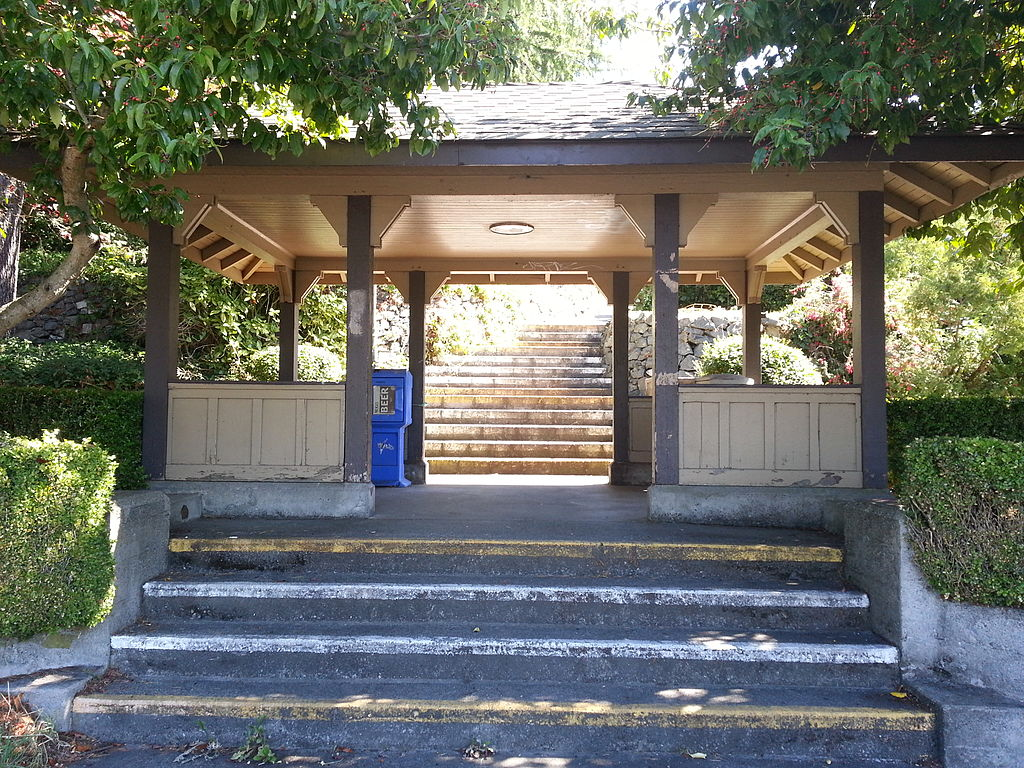 Richmond Road Streetcar Shelter - front