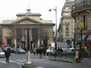 Station Saint Philippe du Roule au niveau de l...